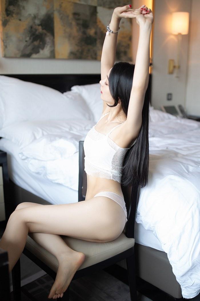 小热巴美女脱衣图片丰胸翘臀皮肤光洁完美无瑕 内衣mm-第1张