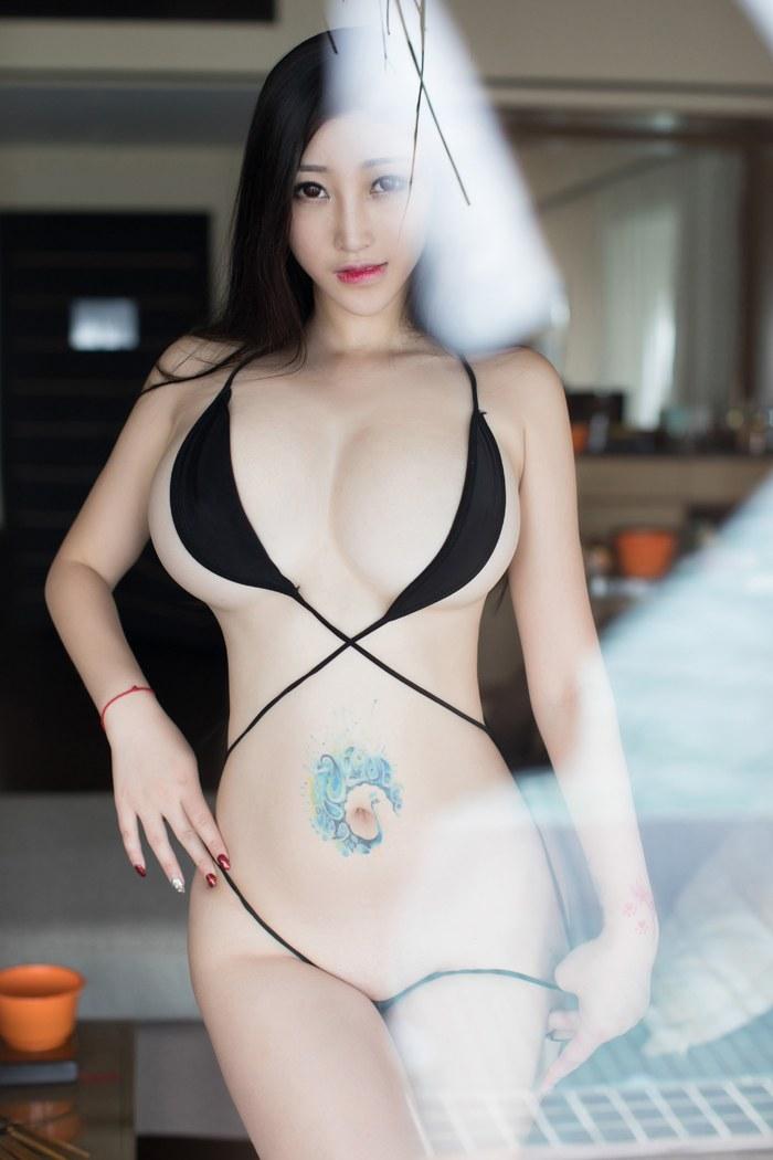 气场佳人乐薇空姐服秀出纤细的美腿美丽动人 内衣mm-第1张