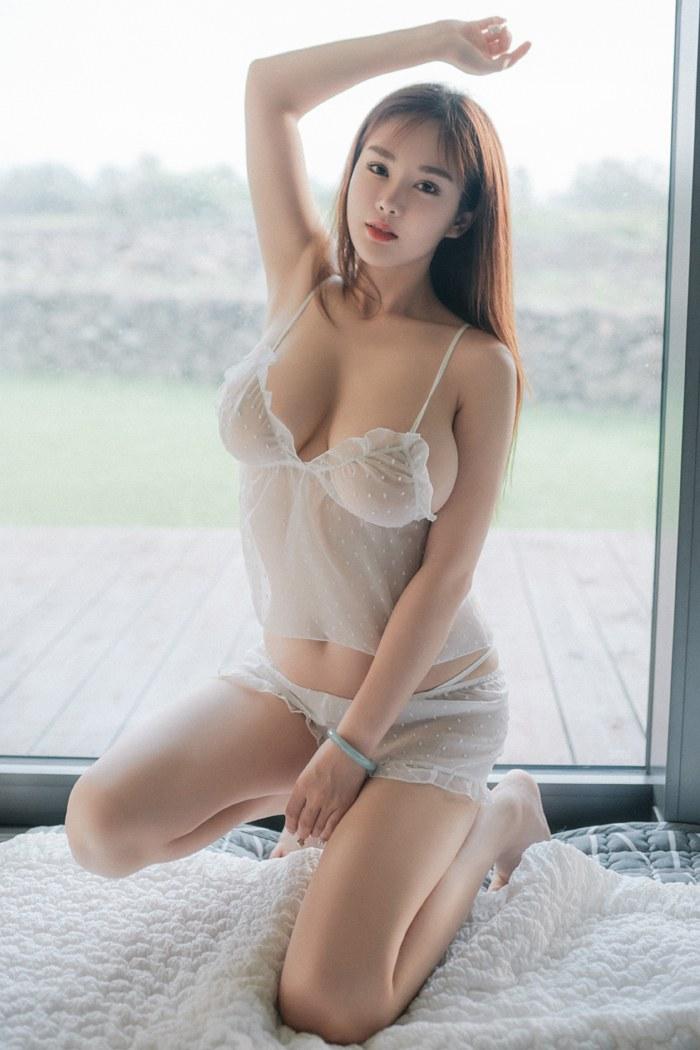 美女揉乳房湿身睡衣紧贴美巨乳魅惑诱人 内衣mm-第3张