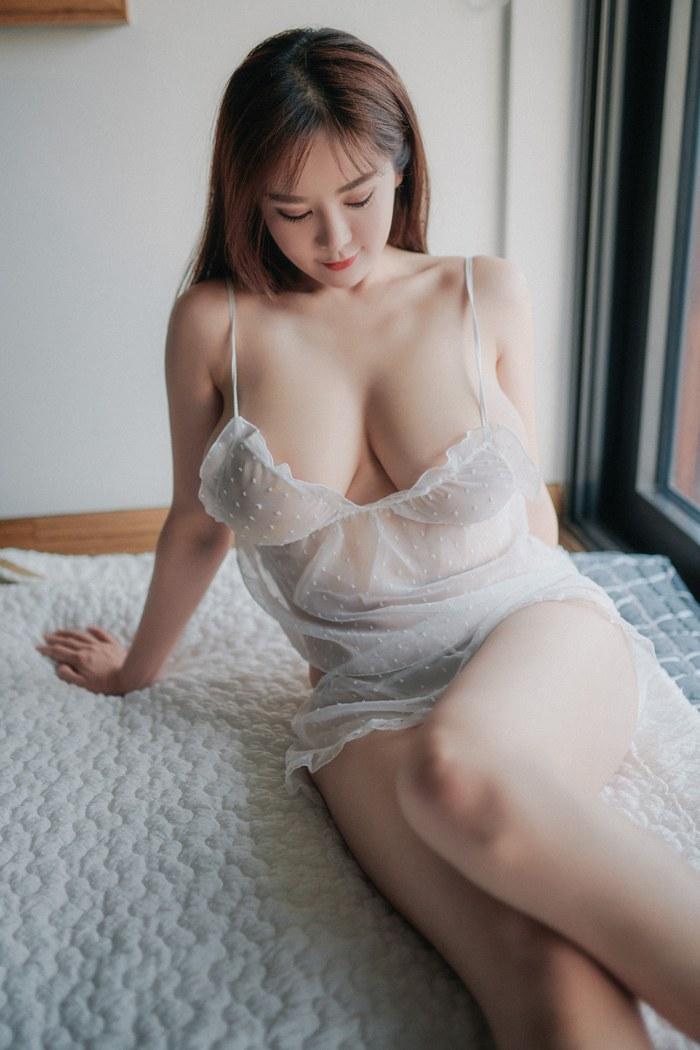 美女揉乳房湿身睡衣紧贴美巨乳魅惑诱人 内衣mm-第4张