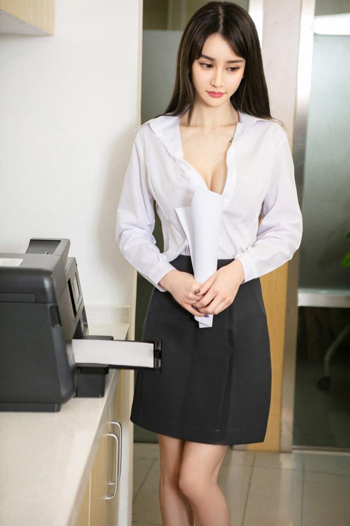 bella彤彤薄纱覆着一对丰腴笑颜如花 内衣mm-第1张