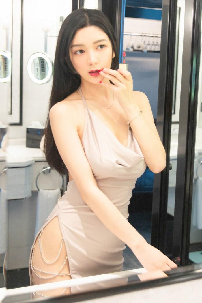 性感吊带内衣李七喜白净如豆腐引诱尝一口 内衣mm-第4张