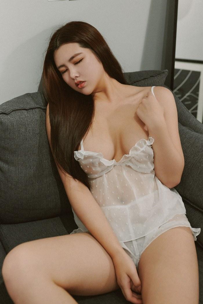 66美女人体杨晨晨湿身诱惑尽展婀娜多姿体态 内衣mm-第4张