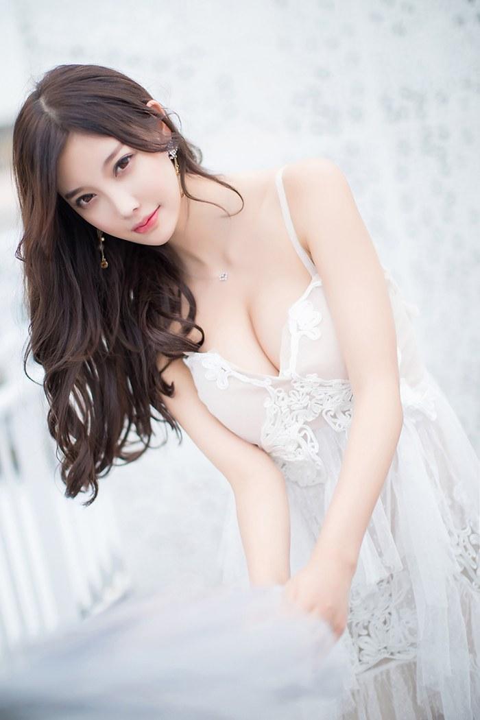 网红女神唐婉儿鲜嫩皮肤丰腴娇乳美丽动人 内衣mm-第2张